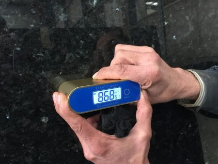 Gloss Meter YD 60° on black granite