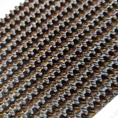 Honeycomb rubber mat for bench cutting