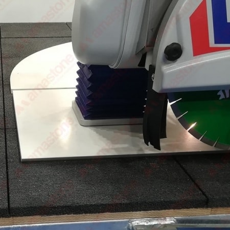 Rubber mat for bench cutting